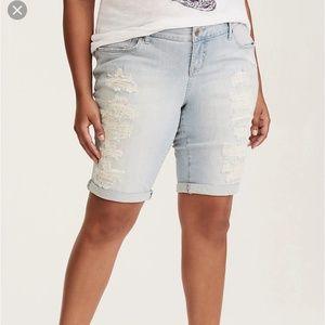 Torrid white washed distressed Bermuda shorts sz20